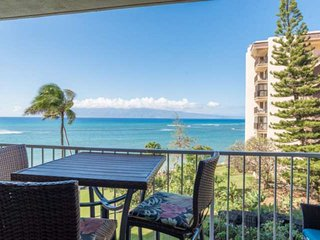 Remodel with Great Ocean views + Spacious + Lanai + Free Parking and WiFi