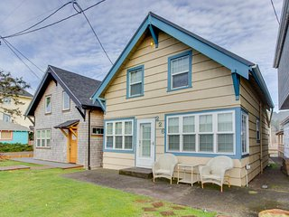 Peaceful, cozy home in the heart of town w/ entertainment & easy beach access