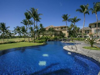 Penthouse villa with spectacular views, shared pool & hot tub, on-site golf!