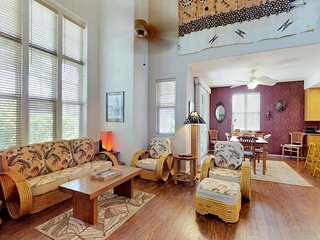 Beautifully-appointed townhouse w/ access to pools, tennis, gym, & hot tub