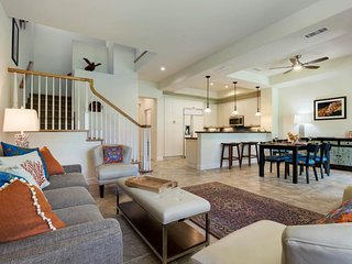 New townhouse w/ golf views, multiple lanais & shared pools, hot tubs & gym!
