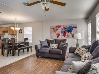 Arlington Townhouse - Sleeps 6 | 4k TV | Fast Wifi | Near Stadium & Ball Park