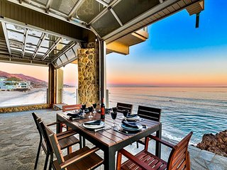 20% OFF OCT - Amazing Beach Front Property, Sauna, Endless Ocean Views