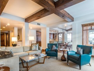 Penthouse Modern: Hyatt Centric + Concierge Services