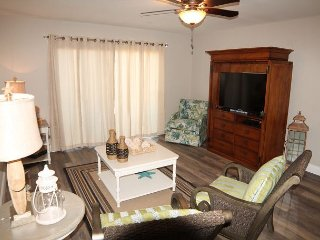 Summerhouse 238, Sleeps 6, Ocean View Condo, 4 Heated Pools, WiFi