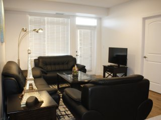Chic Condo 2BD2BR w/Heated Garage near Shaw Center
