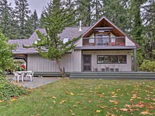 NEW! 4BR Vashon House on 10 Acres w/ Rec Barn!