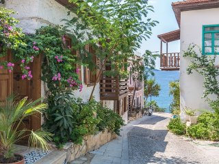 Avlu Ev - unique 2 bed Old Town village house with stunning courtyard garden