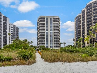 Spacious gulf view condo with shared pool, hot tub, tennis courts and more!