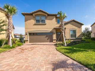 New 8bd/6ba from $260/nt with lake view, close to Disney