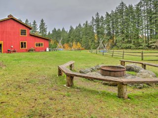 Rustic Vashon Log Cabin on 10 Acres w/ Rec Barn!
