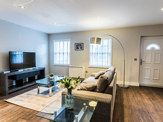 Oakley Suite - Luxury Serviced Flat in Old Town