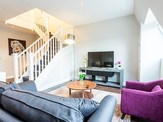 Beaufort Suite - Luxury Two Bedroom Serviced Flat in Old Town