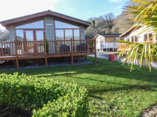 TRANQUILLITY, detached lodge, pet-friendly, close to beaches, in Stepaside, Ref