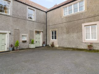 THE ESTATE OFFICE, peaceful location, woodburner, en-suite, walks from the door,