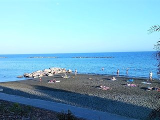 Large 3 Bed Apartment directly on the Beach