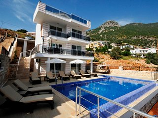 Luxury Villa with Spectacular Sea Views, Ideal for Large Families or Groups