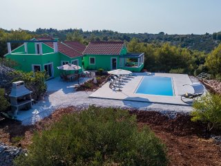 VILLA OLIVE HARVEST spacious Family Villa with an Authentic Mediterranean  Charm