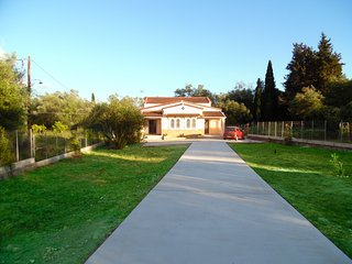 Fabulous Villa X 6 - 8 in a green surrounding in Lefkimmi on Corfu island