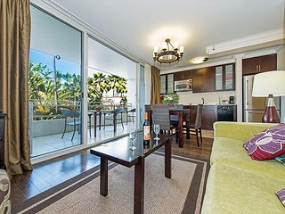 Contemporary Condo by the Beach with Large Private Lanai and Full Kitchen
