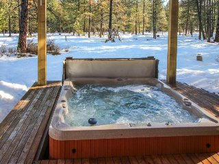 Spacious woodland home w/ private hot tub near river, lake, & Leavenworth!