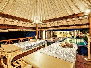 $115! Canggu 4 Bedroom Villa & 13 meter POOL, WIFI, SPA Gazebo, 10mins BEACH