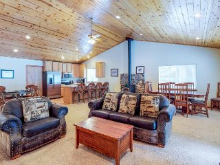 Inviting home w/shared pool, sauna, & tennis - access to year-round activities!