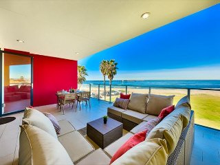 Modern Beachfront Condo, Ocean Views, Steps to Shops & More
