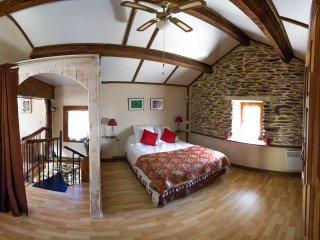 La chambre a l'étage, lit en 140x190, ventilateur au plafond