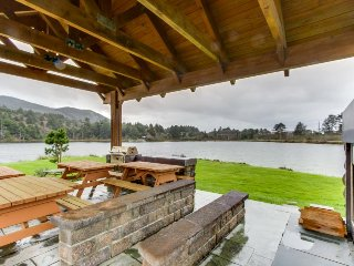 Dog-friendly lakefront home 2 blocks from beach w/private dock & canoe provided!