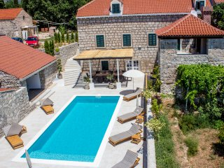 Villa Joe - Newly renovated authentic stone villa-Nature surrounded-Heated pool