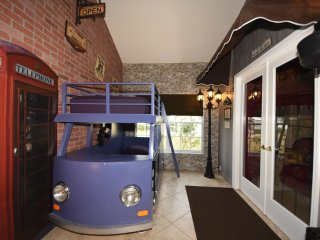 Harry Potter Knight Bus Bunk (2 twins) by Diagon Alley Leaky Cauldron