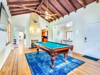 Sextant's Edgewater Place—centrally located w/ pool, hot tub 10 mins to Beach
