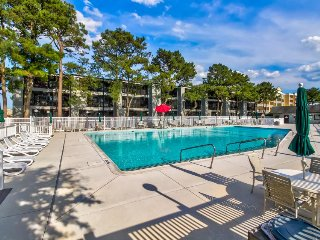 Cozy condo w/ seasonal pool - one block from beach access!