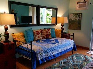 Kona Islander Inn Rose's Hideaway(walk all over Kailua-Kona)