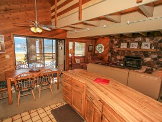 ~Lakefront in Fawnskin~Amazing Lakeside Sun Deck With BBQ~Furnished & Equipped~