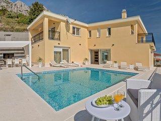 5 bedroom Villa in Kutlesa, Splitsko-Dalmatinska Zupanija, Croatia : ref 5572519