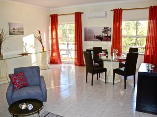 NEW Praialvor - with shared pool and within walking distance to the beaches