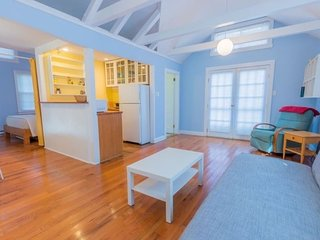 Sunshine Cottage ~ Pet Friendly! 136823