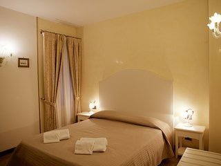 ELEGANT, THREE MINUTES FROM ST. MARK'S SQUARE