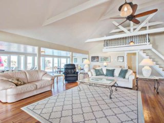 Deluxe Oceanfront & Beachfront Villa w/ Pool, Outdoor Fire Pit, Lots of Parking,