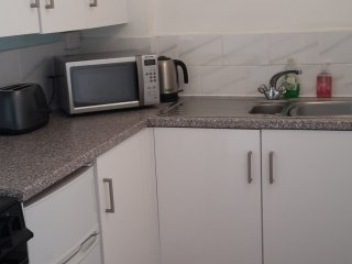 2018 New kitchen with oven/hob, microwave& fridge/freezer.