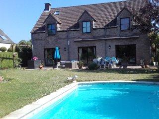 2 chambres d'hotes dans jolie villa jardin avec piscine chez l'habitant.