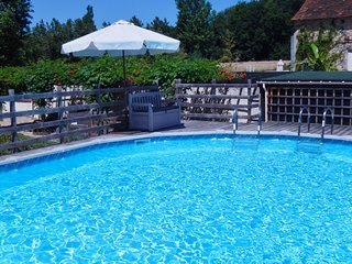 Perfect gite and heated pool