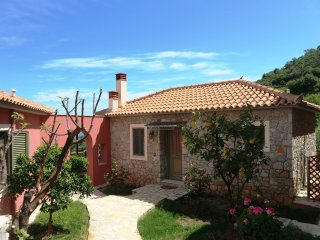 DIO GUESTHOUSES - VIGLA 3 B/R VILLA WITH PRIVATE GARDEN