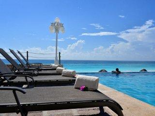 Beachfront Suite in the Best Beach in Cancun!