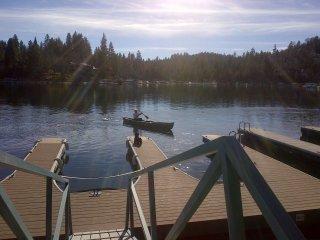 Twin Bay Lodge--INCREDIBLE LAKE VIEW, DOCK WITH BEACH & CANOE