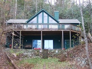 Lake Jocassee Cabin in Private Cove