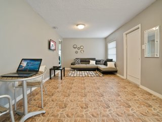 Budget Cozy Pool Home Located Right Behind Bush Gardens