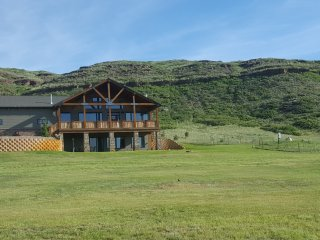 Rimrock Lodge - 4B/4B with stunning river views, 5-star comfort